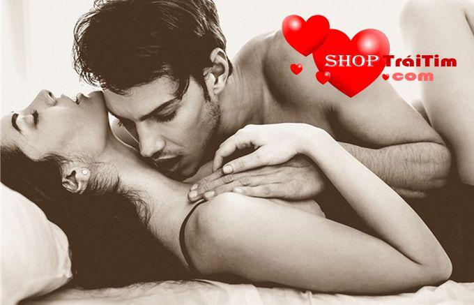 âm yếm vuốt ve tăng khoái cảm trước khi yêu